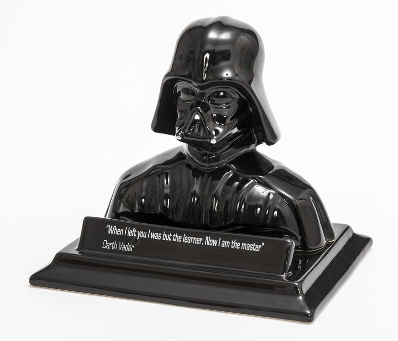 Salvadanaio di Darth Vader in ceramica